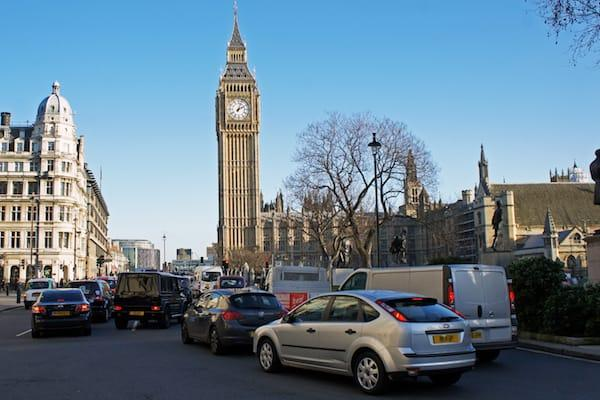 London to impose new daily charges on polluting vehicles to fight air pollution