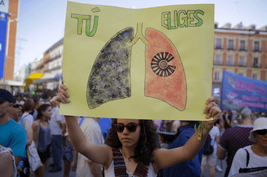 Thousands march in protest as newly elected governor of Madrid ditches pollution-combating traffic policies